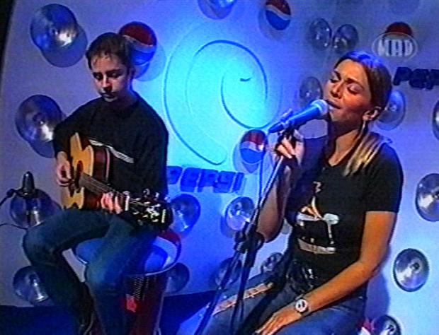 Η Έλλη Κοκκίνου τραγουδάει Unplugged (2002)