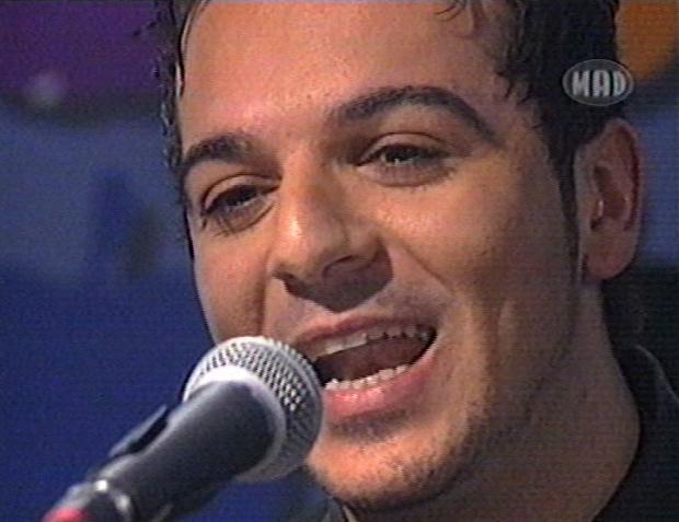 Ο Τριαντάφυλλος τραγουδάει Unplugged (2002)