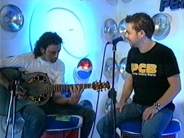 Ο Γιάννης Βαρδής τραγουδάει Unplugged (2002)