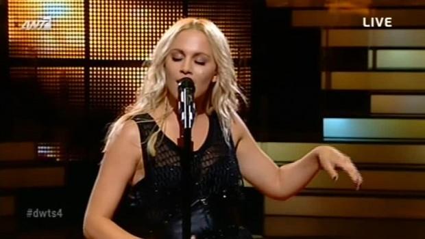 Η Νάντια Μπουλέ παρουσιάζει το πρώτο της τραγούδι στο DWTS (βίντεο)